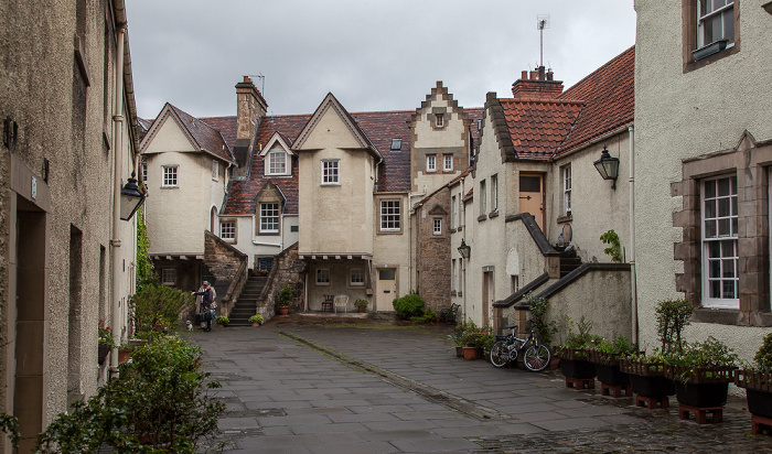 Old Town: Canongate (Royal Mile) - White Horse Close Edinburgh