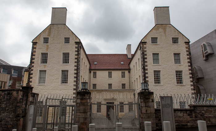 Edinburgh Old Town: Canongate (Royal Mile) - Scottish Parliament Building (Queensbery House)