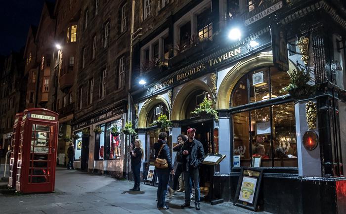 Edinburgh Old Town: Lawnmarket (Royal Mile) - Deacon Brodies Tavern