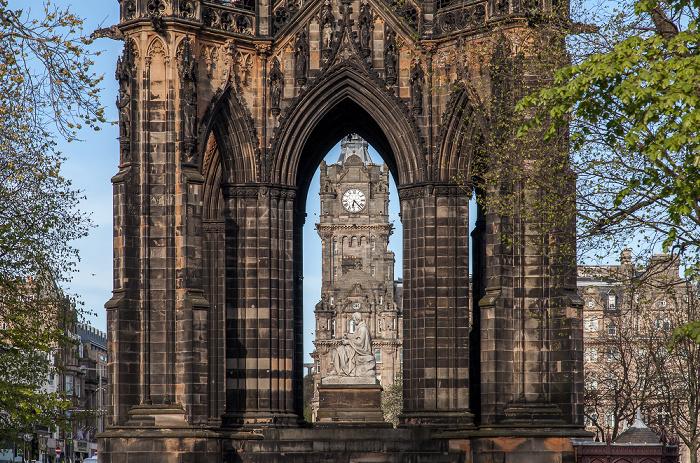 New Town: Princes Street Gardens - Scott Monument mit der Sir Walter Scott Statue Edinburgh