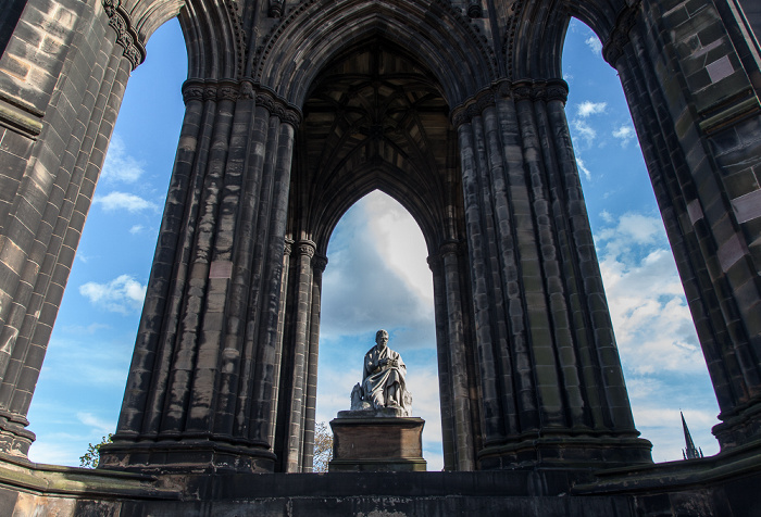 Edinburgh New Town: Princes Street Gardens - Scott Monument mit der Sir Walter Scott Statue