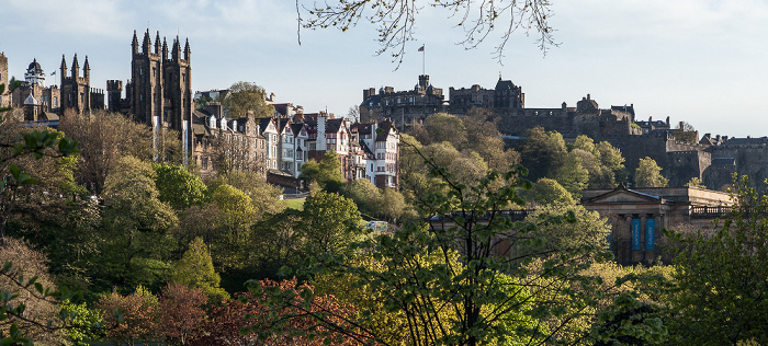 Edinburgh New Town: Princes Street Gardens und Scottish National Gallery (rechts) Edinburgh Castle New College Old Town Ramsay Garden University of Edinburgh