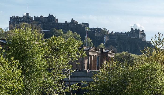 Edinburgh New Town: Princes Street Gardens und Scottish National Gallery Castle Rock Edinburgh Castle Old Town