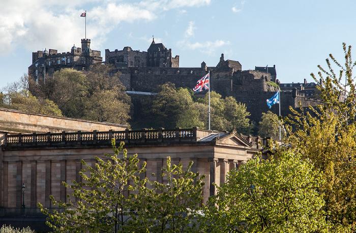Edinburgh New Town: Princes Street Gardens und Scottish National Gallery Edinburgh Castle Old Town