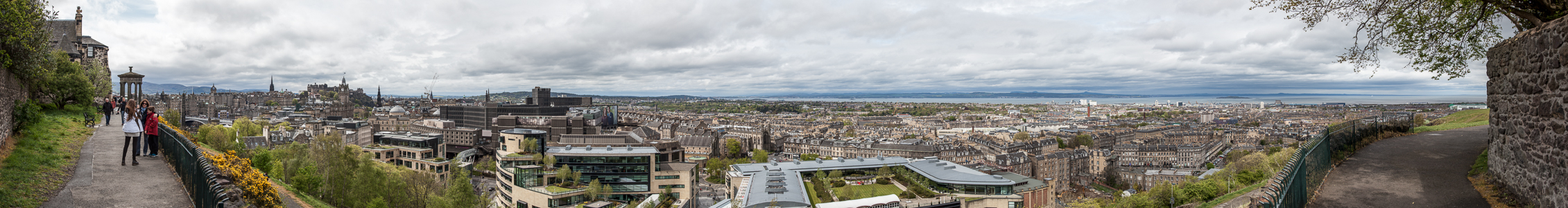 Edinburgh Blick von Calton Hill Dugald Stewart Monument Easter Road Stadium Edinburgh Castle Firth of Forth New Town Old Town Omni Centre Rockstar North Office Building Scott Monument St James Shopping Centre St Mary's Metropolitan Cathedral St Paul's and St George's Church The Balmoral