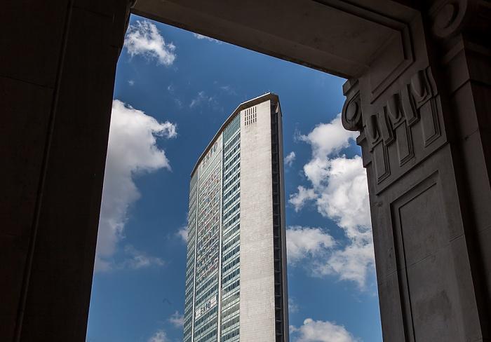 Mailand Blick aus dem Stazione di Milano Centrale: Pirelli-Hochhaus (Grattacielo Pirelli, Palazzo Pirelli)