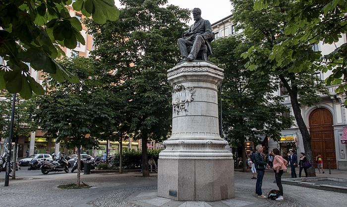 Mailand Largo la Foppa / Corso Garibaldi: Piazzetta Guido Vergani - Monumento a Giovanni Battista Piatti