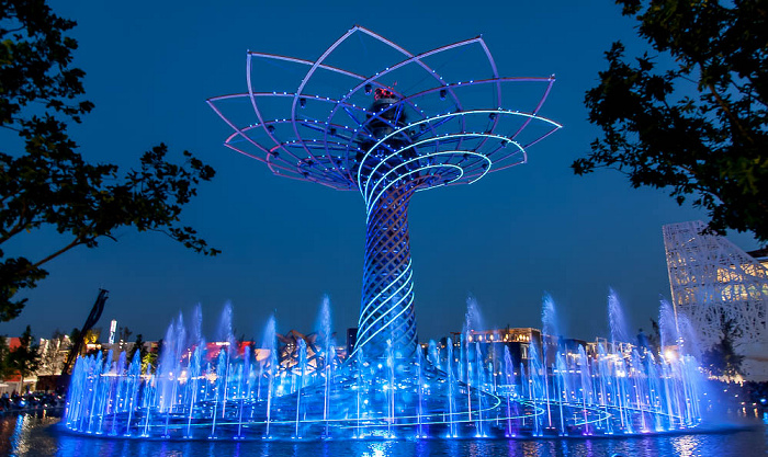 Mailand EXPO Milano 2015: Baum des Lebens (Tree of Life, Alvero della Vita) Baum des Lebens EXPO 2015 Italienischer Pavillon EXPO 2015