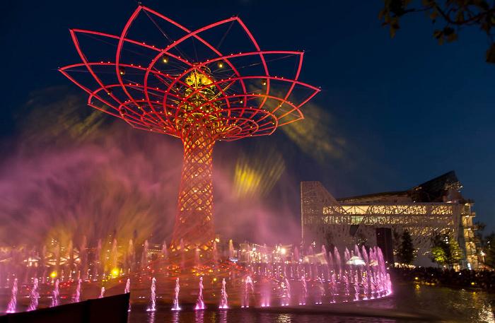 Mailand EXPO Milano 2015: Baum des Lebens (Tree of Life, Alvero della Vita) und Italienischer Pavillon Baum des Lebens EXPO 2015 Italienischer Pavillon EXPO 2015