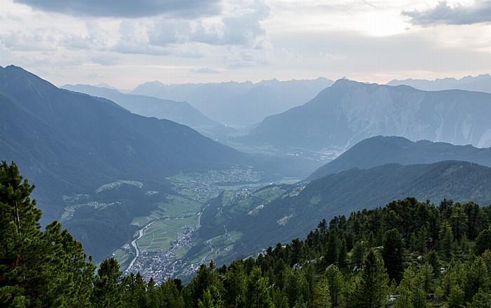 Hochoetz Blick von der Bielefelder Hütte (v.l.): Ötztaler Alpen, Ötztal, Inntal, Lechtaler Alpen und Tschirgant