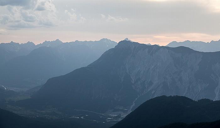 Hochoetz Blick von der Bielefelder Hütte (v.u.): Inntal, Tschirgant und Lechtaler Alpen