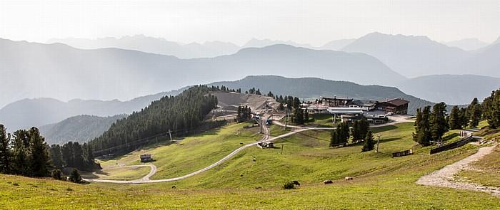 Hochoetz Blick von der Bielefelder Hütte: Acherkogelbahn-Bergstation