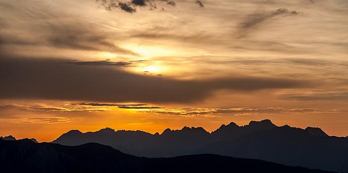 Hochoetz Blick von der Bielefelder Hütte: Sonnenuntergang über Tschirgant (unten) und Lechtaler Alpen