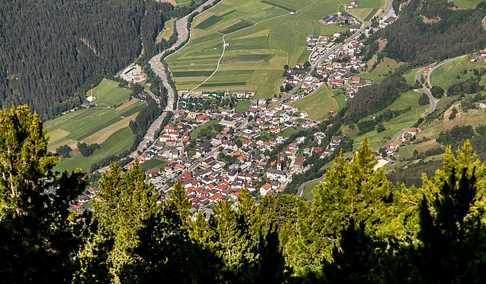 Hochoetz Blick von der Bielefelder Hütte: Oetz und Ötztaler Ache im Ötztal