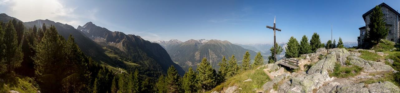 Hochoetz Blick von der Bielefelder Hütte: Stubaier Alpen (links), Ötztal und Ötztaler Alpen