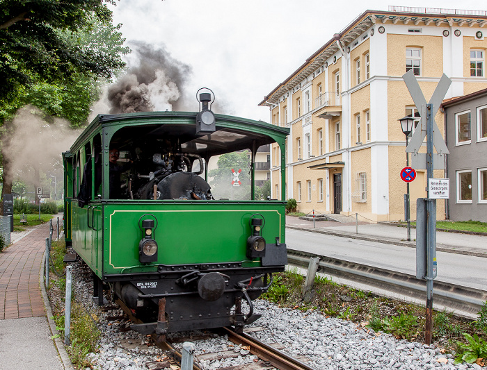 Prien am Chiemsee Seestraße: Dampflok der Chiemsee-Bahn Ludwig-Thoma-Gymnasium