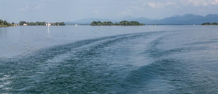Chiemsee V.l.: Fraueninsel (Frauenchiemsee), Krautinsel, Herreninsel (Herrenchiemsee) Halbinsel Sassau