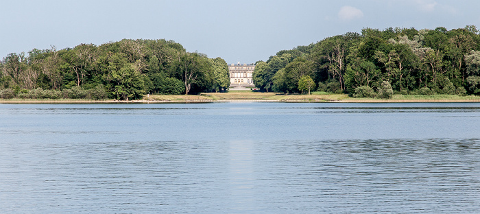 Chiemsee Herreninsel (Herrenchiemsee) mit Kanal (Grand Canal) und Schloss Herrenchiemsee