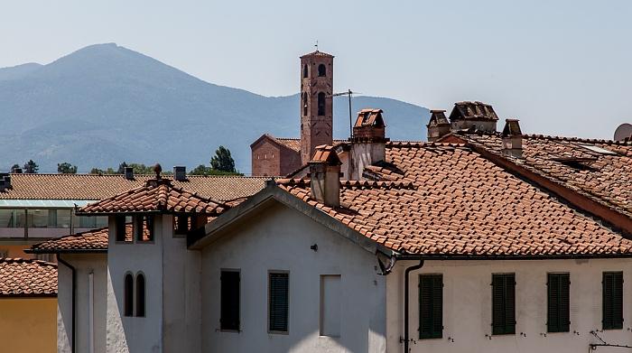 Blick vom Befestigungswall (Mura di Lucca) Chiesa di San Francesco