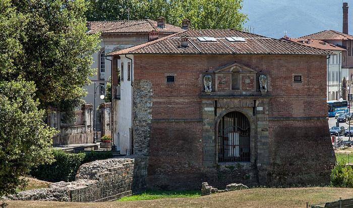 Blick vom Befestigungswall (Mura di Lucca): Antica Porta San Donato