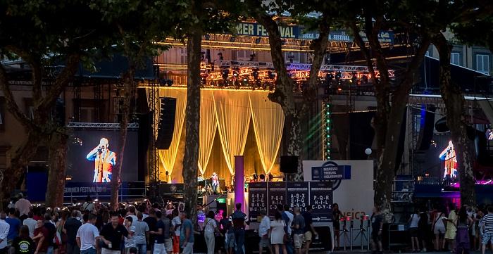 Centro Storico: Piazza Napoleone - Lucca Summer Festival: Beginn des Mark-Knopfler-Konzerts