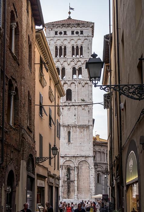 Lucca Centro Storico: Via Pescheria, Turm der Chiesa di San Michele in Foro