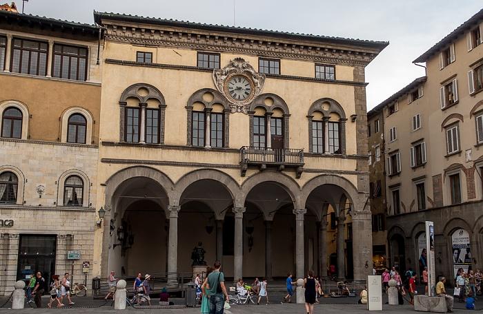 Lucca Centro Storico: Piazza San Michele - Palazzo Pretorio