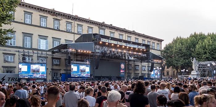 Piazza Napoleone (Lucca Summer Festival): Vor dem Robbie-Williams-Konzert