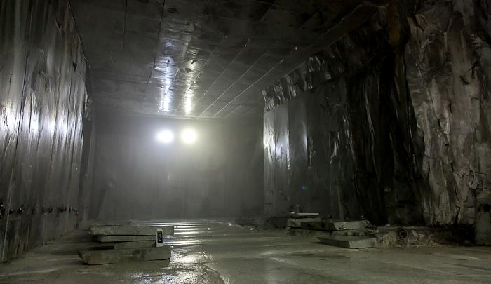 Carrara Apuanische Alpen (Bacino di Fantiscritti): Unterirdischer Marmor-Steinbruch Galeria Ravaccione Marmor-Steinbrüche