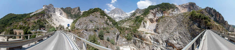 Carrara Apuanische Alpen: Viadotto di Vara (Brücke von Vara) und Marmor-Steinbrüche