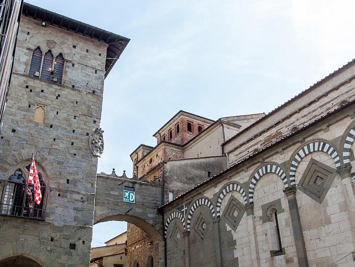 Pistoia Centro Storico: Palazzo del Comune (links), Cattedrale di San Zeno