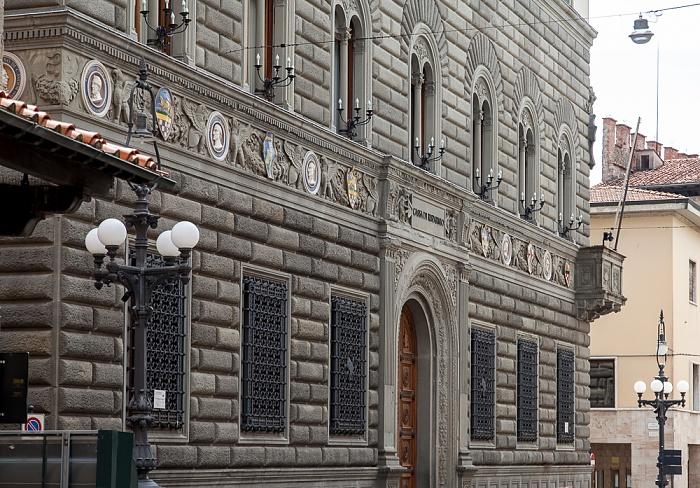 Centro Storico: Palazzo della Cassa di Risparmio di Pistoia e Pescia