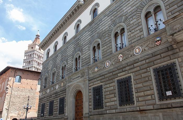 Centro Storico: Palazzo della Cassa di Risparmio di Pistoia e Pescia Campanile del Duomo di Pistoia