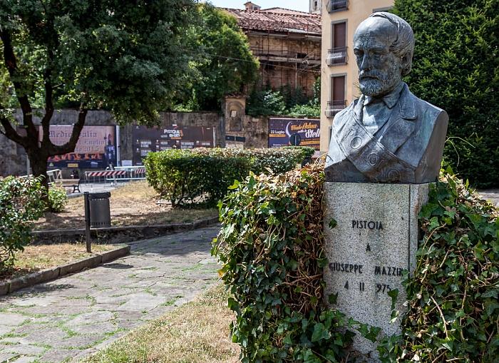 Pistoia Centro Storico: Piazza del Carmine