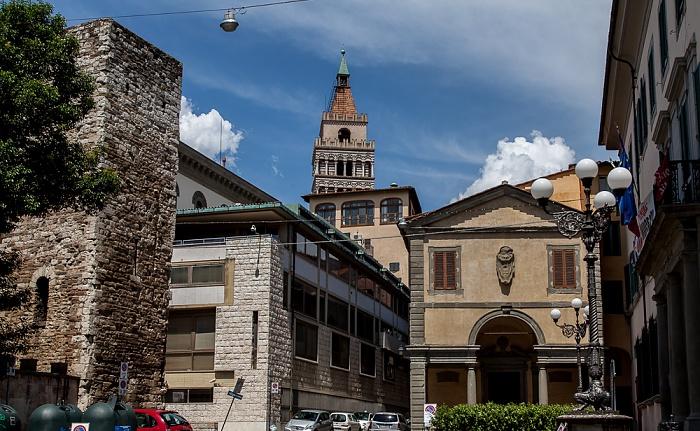 Pistoia Centro Storico: Piazza San Leone Campanile del Duomo di Pistoia Chiesa di San Leone
