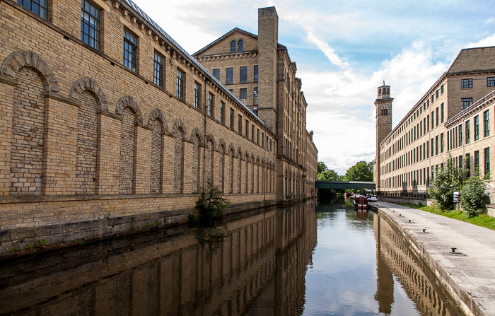 City of Bradford Saltaire: Leeds and Liverpool Canal und Salts Mill