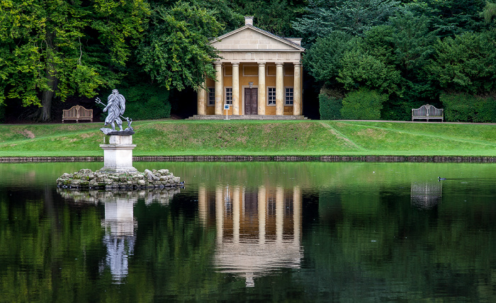 Ripon Studley Royal Water Garden: Moon Pond (The Ponds) und Temple of Piety