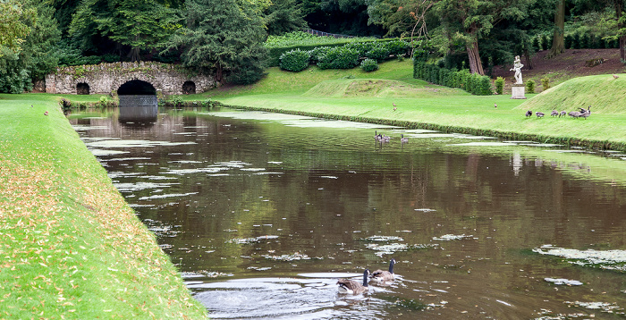 Ripon Studley Royal Water Garden: Upper Canal und Rustic Bridge