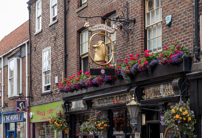 York Church Street: Golden Lion
