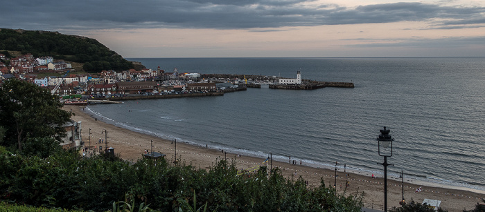 South Sands, South Bay (Nordsee), Old Harbour und East Harbour mit dem Scarborough Lighthouse