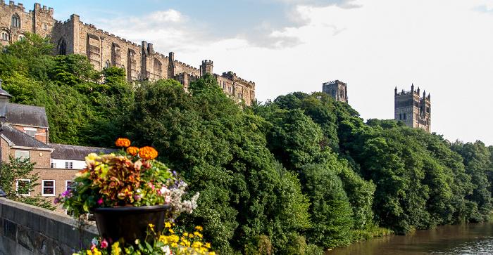 Blick von der Framwellgate Bridge: Durham Peninsula mit Durham Castle und Durham Cathedral River Wear