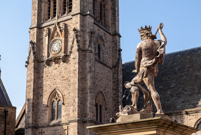 Durham Peninsula: Market Place - Neptun-Denkmal St Nicholas' Church