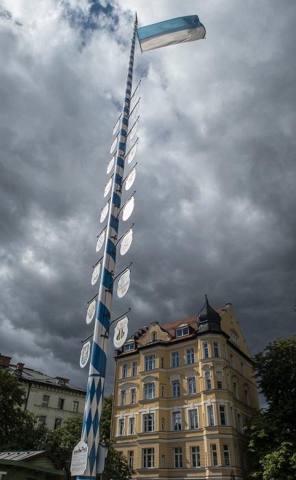 München Haidhausen: Wiener Platz - Maibaum