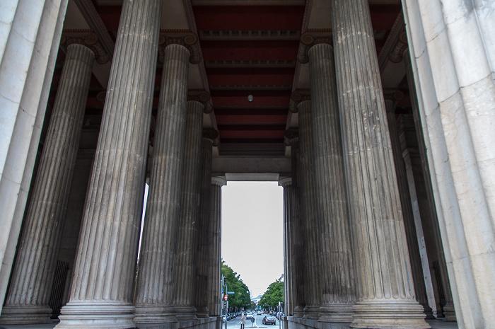 München Maxvorstadt - Königsplatz: Propyläen Brienner Straße