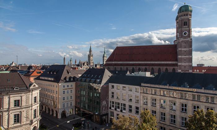 München Blick von der Dachterasse des Hotels Bayerischer Hof: Altstadt mit Frauenkirche Alter Peter Hotel Bayerischer Hof Neues Rathaus Promenadeplatz St. Peter