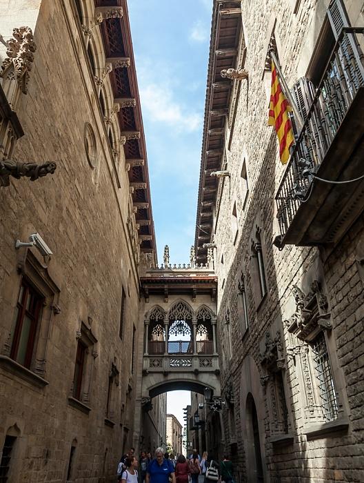 Ciutat Vella: Barri Gòtic - Carrer del Bisbe: Pont del Bisbe Barcelona
