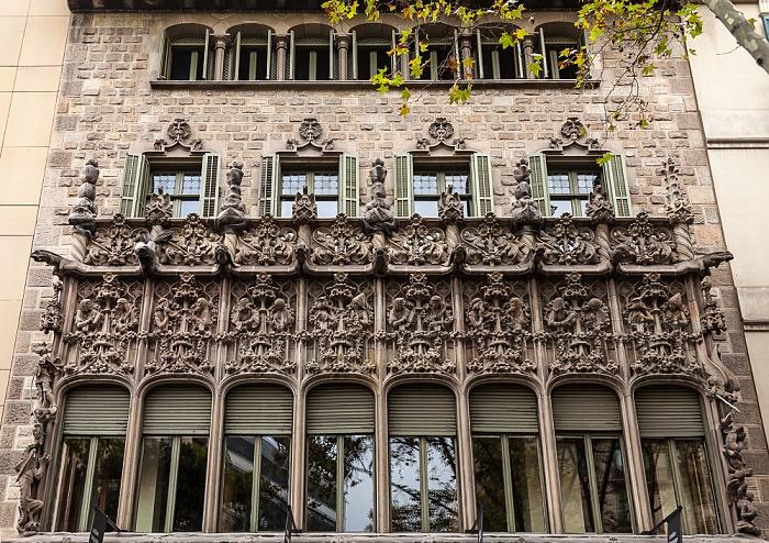 Eixample: Avinguda Diagonal - Palau del Baró de Quadras Barcelona