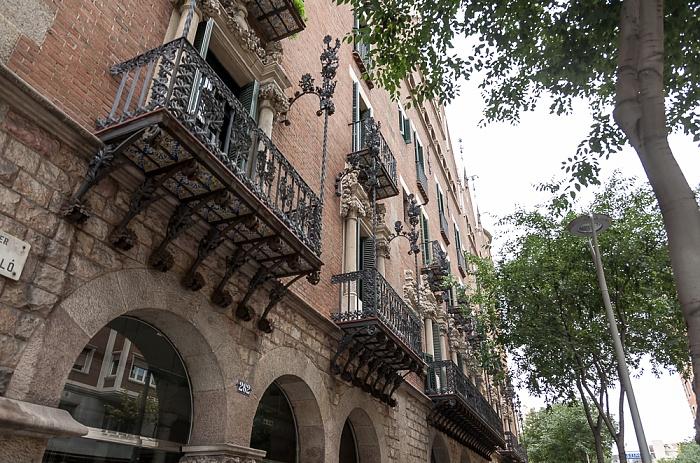 Eixample: Carrer del Rosselló - Casa de les Punxes Barcelona
