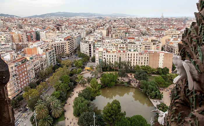 Blick von der Sagrada Família: Plaça de Gaudí Barcelona