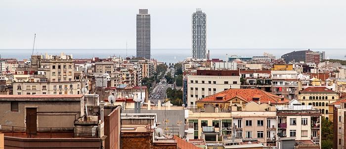 Barcelona Blick von der Sagrada Família (v.l.): Torre Mapfre, Carrer de la Marina und Hotel Arts
